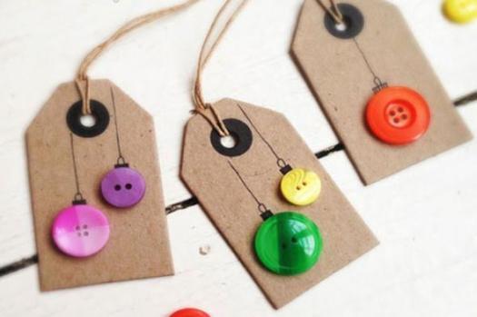 Source: http://cms.cb.asmsrv.co/cnvyr/cpprimary/590x393/2013-10-18_Stiehl-diy-christmas-gift-tags-button-ornaments%28main%29.jpg